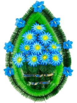 Венок из искусственных цветов на кладбище