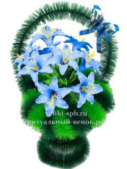 Ритуальная корзина из искусственных пластиковых цветов