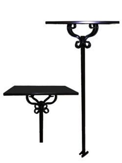 Металлический стол на кладбище