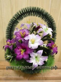 """Ритуальная корзина из искусственных цветов """"полевая с лилиями"""""""