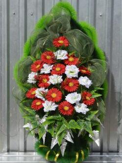 """Траурный венок на похороны из искусственных цветов """"Славянка с герберами"""""""