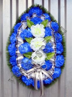 """Траурный венок на похороны из искусственных цветов """"Ладога с гвоздикой"""""""