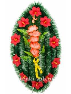 Венок на кладбище из искусственных цветов