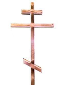 Крест на кладбище сосновый
