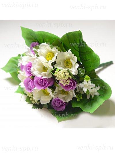 Искусственные цветы Букет Нарборо (роза + космея) сиреневый - Фото 1 | Компания «Венок»