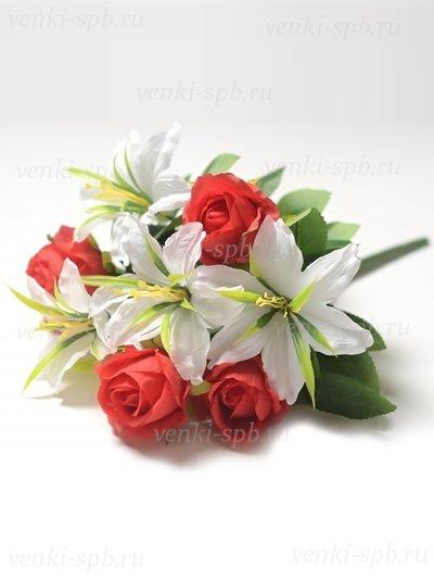 Искусственные цветы Букет роз и лилий Сванаг — красный - Фото 1 | Компания «Венок»