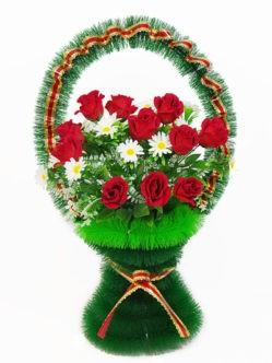 Корзина с бордовыми бархатными розами Ирида