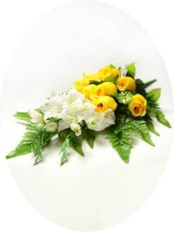 Букет веерный из роз и гладиолусов Ирвин желтый на кладбище в Санкт-Петербурге