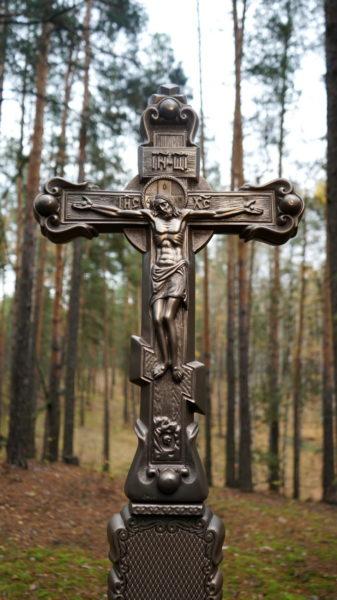 Крест из литого камня с орнаментом - Фото 2 | Компания «Венок»