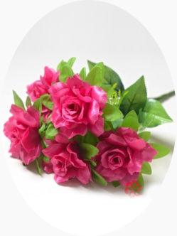 Большой букет малиновых роз на похороны в спб