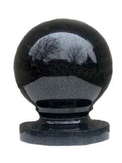 Гранитный шар на могилу из букинского габбро диаметром 9 см