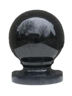 Гранитный шар на могилу из букинского габбро диаметром 14 см