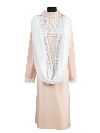 Платье премиум с кокеткой из гипюра и с капором - Фото 1 | Компания «Венок»